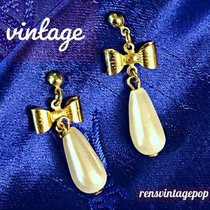 Vntg Pearl drop bow earrings : pierced